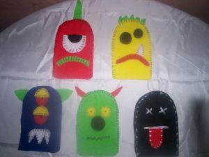 Títeres de monstruos para la sala (6)